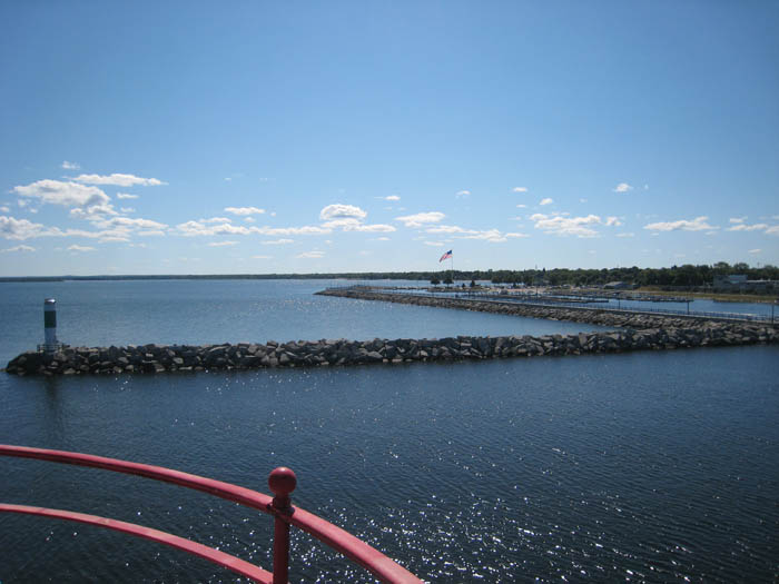 alpena-lighthouse-looking-at-south-breakwall-img_7306