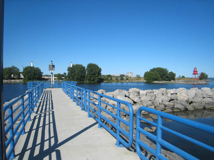 alpena-lighthouse-viewing-south-breakwall-img_7435