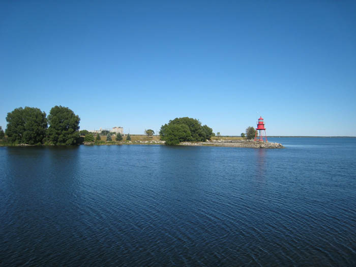 alpena-south-breakwall-viewing-north-c-img_7431