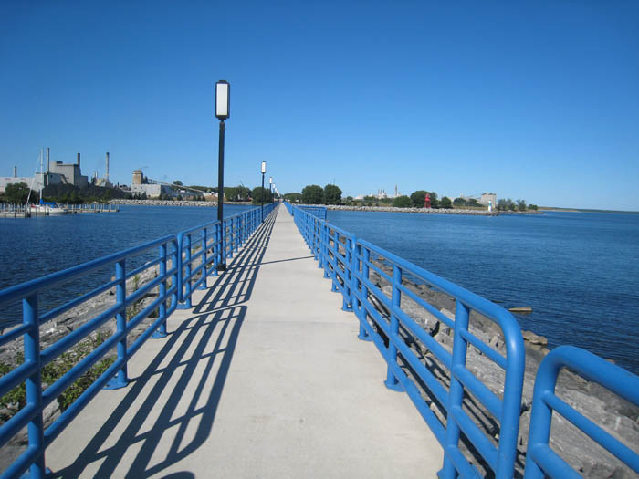 alpena-south-breakwall-walkway-img_7419