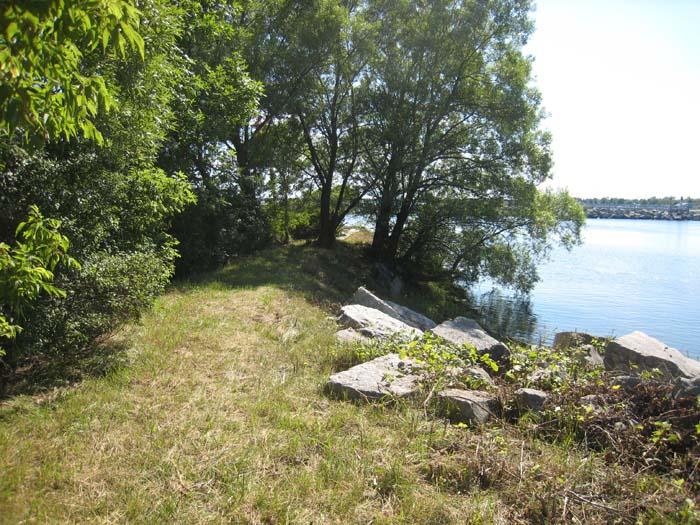 alpena-walkway-to-lighthouse-img_7380
